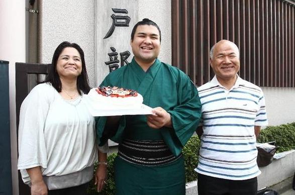 高安関の父は日本人でエスニック料理店経営画像2