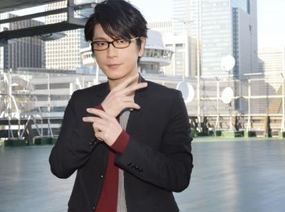 及川光博の若さの秘訣はメガネにもある