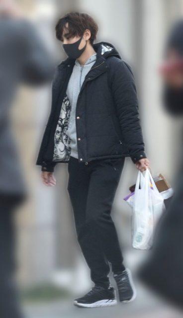 【画像】岡本信彦不倫相手は2人!歌舞伎町で密会の小柄な女性は誰?