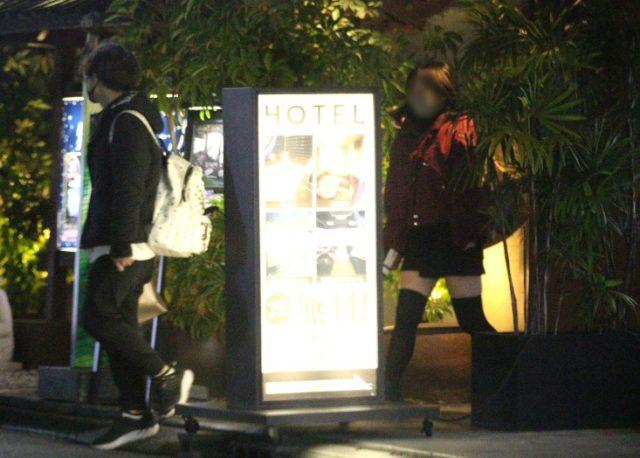 【画像】岡本信彦不倫相手は2人!歌舞伎町で密会の小柄な女性は誰?2