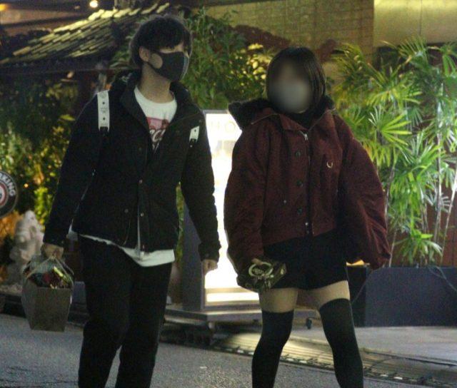 【画像】岡本信彦不倫相手は2人!歌舞伎町で密会の小柄な女性は誰?5