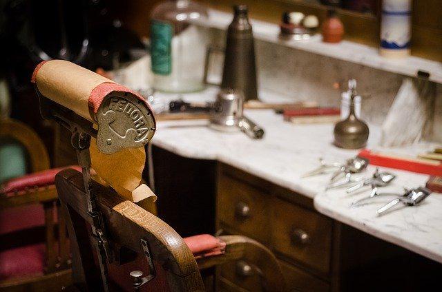 緊急事態宣言で理髪店はどうなる?東京都は休業を要請