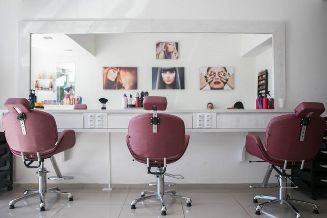緊急事態宣言で美容室は営業する?理髪店はどうなる?措置とみんなの声まとめ