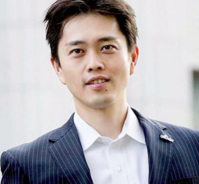 吉村洋文知事と嫁との出会いは合コンだった?