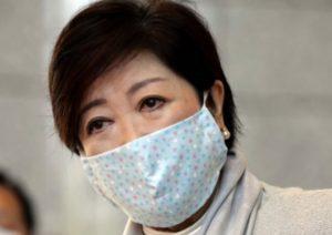 小池百合子都知事のマスクは大きい?小顔効果も狙える!手作りは誰がしている?