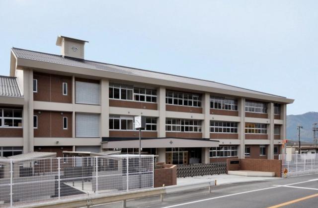 豆原一成さんが通っていた中学校は、地元岡山県にある『久世中学校』