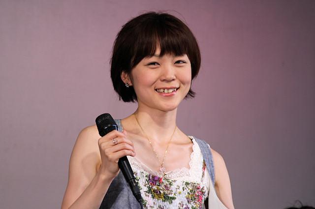 上野樹里の姉・上野まなはシンガーソングライターとして活躍