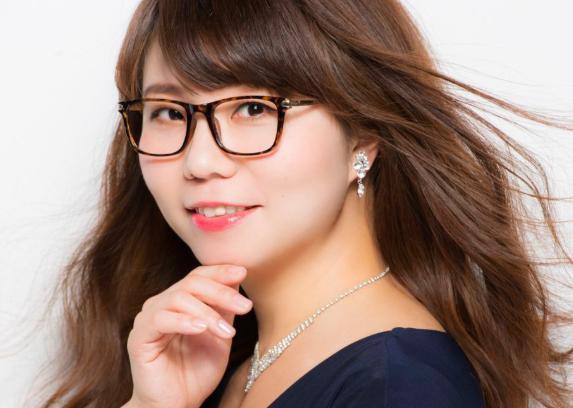 【画像】山崎ケイのメガネなしがかわいい?すっぴん姿も流出