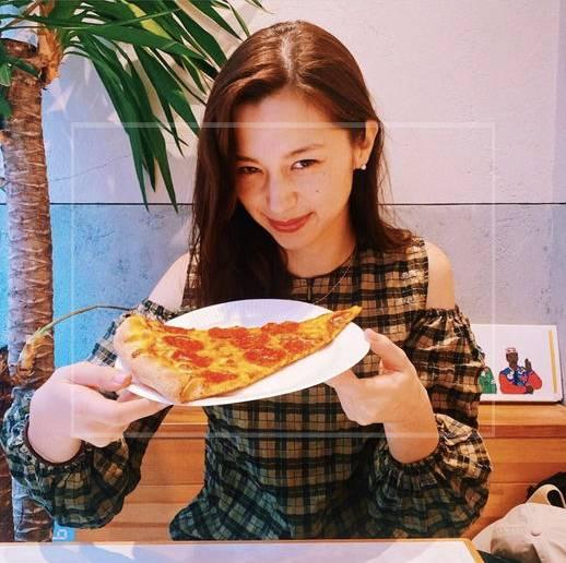 中条あやみは小顔すぎて『ピザ』が大きく見える?
